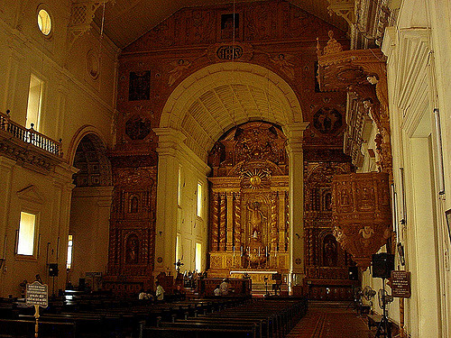 Basilica of Bom Jesus, Goa Inside view